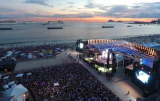 Por do Sol no Show da Virada em Copacabana, Rio de Janeiro.